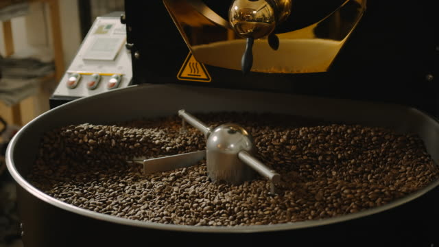 Rostat kaffe slowmotion 4k