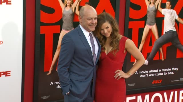vidéos et rushes de rob corddry at the sex tape los angeles premiere at regency village theatre on july 10 2014 in westwood california - westwood village