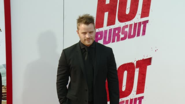 """rob kazinsky at the """"hot pursuit"""" los angeles premiere at tcl chinese 6 theatres on april 30, 2015 in hollywood, california. - 格朗曼的中國劇院 個影片檔及 b 捲影像"""