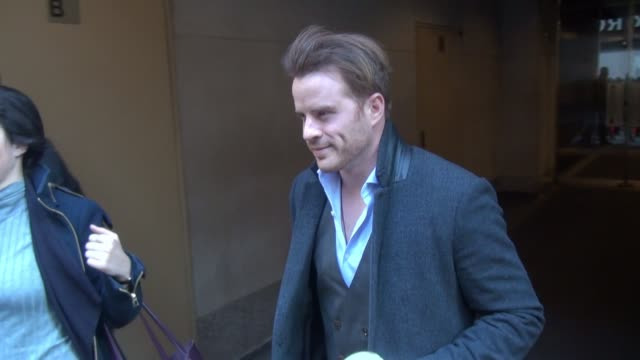 rob kazinsky leaving the 'today' show poses for photos with fans in new york city on january 12 2016 in new york city - avvistamenti vip video stock e b–roll