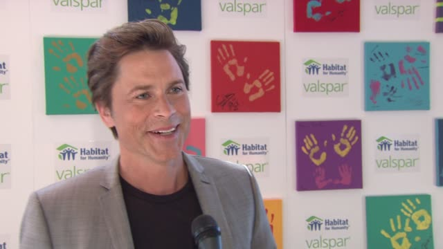 rob lowe on valspar paint's contributions to haiti at the 'valspar hands for habitat' celebrity auction kickoff at new york ny - rob lowe stock videos & royalty-free footage