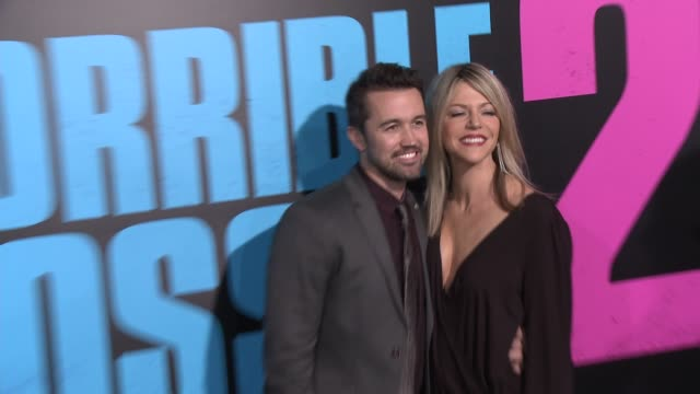 "vidéos et rushes de rob mcelhenney and kaitlin olsen at the ""horrible bosses 2"" los angeles world premiere at tcl chinese theatre on november 20, 2014 in hollywood,... - tcl chinese theatre"