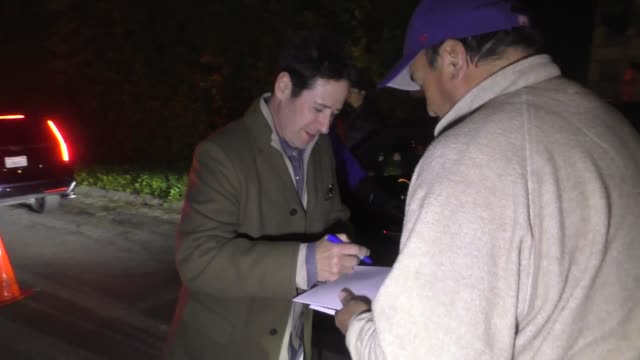 vidéos et rushes de rob morrow signs for fans outside the wme pre-oscar party in los angeles at celebrity sightings in los angeles on february 22, 2019 in los angeles,... - oscar party