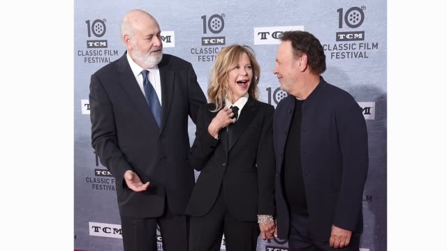 rob reiner meg ryan and billy crystal attend the 2019 tcm classic film festival opening night gala and 30th anniversary screening of when harry met... - proiezione evento pubblicitario video stock e b–roll