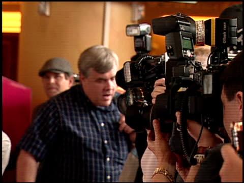 rob riggle at the 'the hangover' dvd launch event at las vegas nv - una notte da leoni video 2009 video stock e b–roll