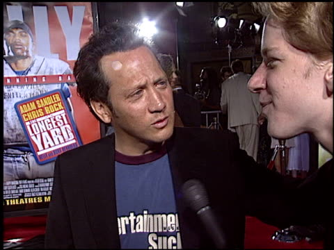 rob schneider at the premiere of the longest yard at graumans chinese theatre in hollywood, california on may 19, 2005. - 長さ点の映像素材/bロール