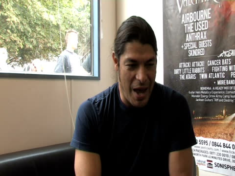 rob trujillo, metallica on how loyal their fans are at the sonisphere day two at stevenage england. - メタリカ点の映像素材/bロール