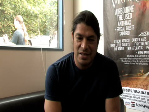 rob trujillo, metallica on how the band were instrumental to making sonisphere happen at the sonisphere day two at stevenage england. - メタリカ点の映像素材/bロール