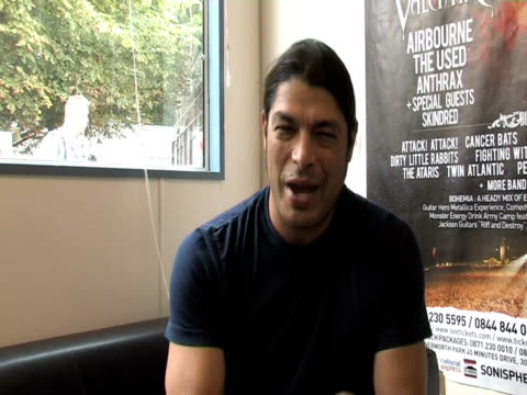 rob trujillo, metallica on how today's musicians are facing different obstacles at the sonisphere day two at stevenage england. - メタリカ点の映像素材/bロール