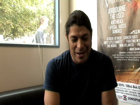 rob trujillo, metallica on what knebworth means to him as a band at the sonisphere day two at stevenage england. - メタリカ点の映像素材/bロール