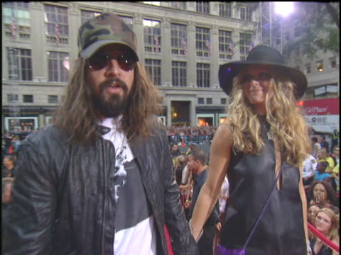 rob zombie and sheri moon arriving to the 2003 mtv video music awards red carpet - rob zombie stock videos & royalty-free footage
