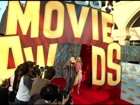 rob zombie and sheri moon at the 2005 mtv movie awards arrivals at the shrine auditorium in los angeles california on june 4 2005 - rob zombie stock videos & royalty-free footage