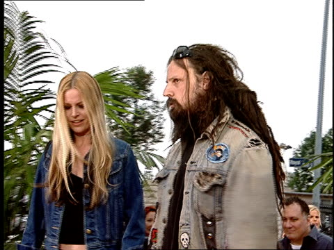rob zombie and sherri zombie arriving on the red carpet at the 2001 mtv movie awards - rob zombie stock videos & royalty-free footage