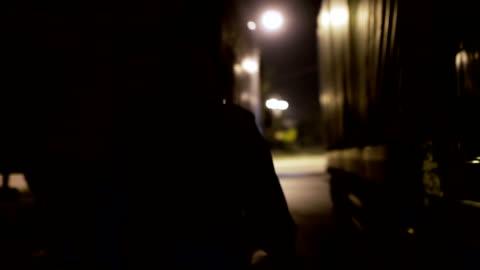 vidéos et rushes de voleur s'enfuit de police - braqueur de banque