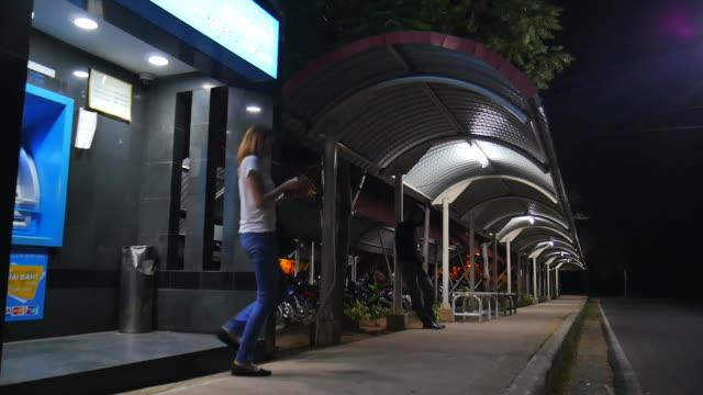 raub der parken - stehlen verbrechen stock-videos und b-roll-filmmaterial