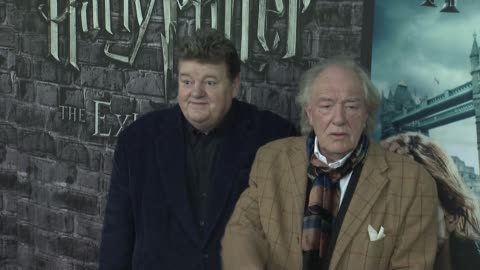 vidéos et rushes de robbie coltrane and sir michael gambon at the launch event for the home entertainment release of harry potter and the deathly hallows- part 1 at new... - robbie coltrane
