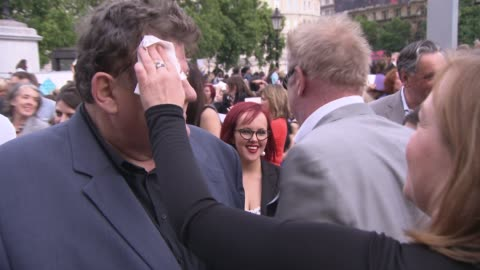 vidéos et rushes de robbie coltrane at the harry potter and the deathly hallows part two world premiere at london england. - robbie coltrane