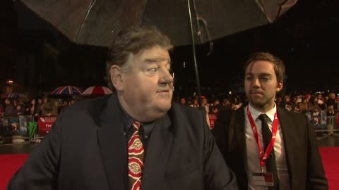 """vidéos et rushes de robbie coltrane on the production challenges, being nervous about the premiere, on how modern the story is, working with mike newell at """"great... - robbie coltrane"""