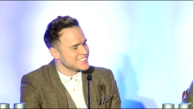 vidéos et rushes de robbie williams press conference robbie williams press conference sot on he and olly murs being 'cheeky' on whether he is rejoining 'take that'... - take that
