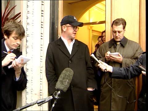 robbie williams/geri halliwell romance; lib cms dj, chris evans, speaking to press - geri horner stock videos & royalty-free footage