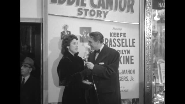 Robert Alda interviews Marilyn Erskine outside the Paramount Theater at the premiere of The Eddie Cantor Story