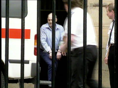 stockvideo's en b-roll-footage met england newcastle ms robert black out of court in handcuffs and into police van pan rl - bewegingsbeperkende middelen