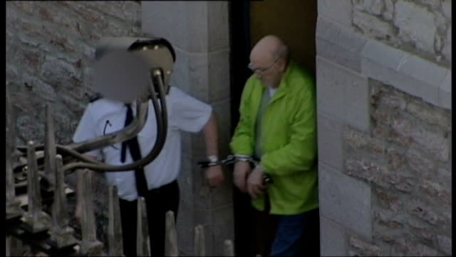stockvideo's en b-roll-footage met robert black found guilty of murder of schoolgirl jennifer cardy northern ireland armagh armagh crown court robert black led from court in handcuffs... - bewegingsbeperkende middelen