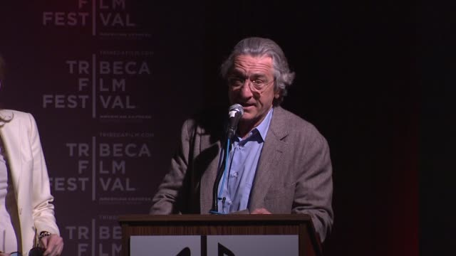 vídeos de stock e filmes b-roll de robert de niro introduces the panel at 2012 tribeca film festival breakfast with the programmers on in new york - festival de cinema tribeca