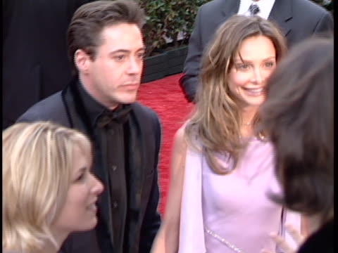 vidéos et rushes de robert downey jr. at the golden globes 2001 at beverly hilton hotel, beverly hills in beverly hills, ca. - the beverly hilton hotel
