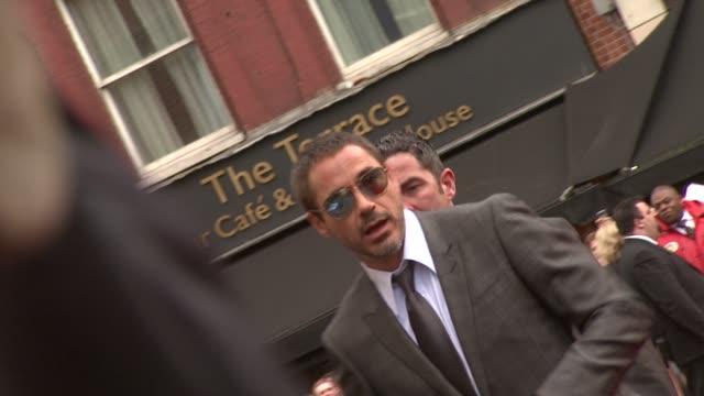 vidéos et rushes de robert downey jr., robert downey sr. at the iron man london premiere at london . - première