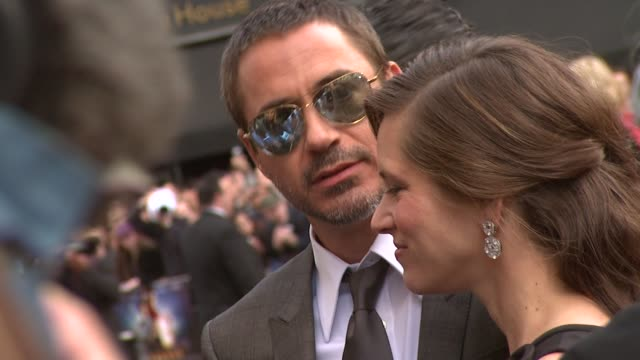 robert downey jr., robert downey sr. at the iron man london premiere at london . - 首映 個影片檔及 b 捲影像