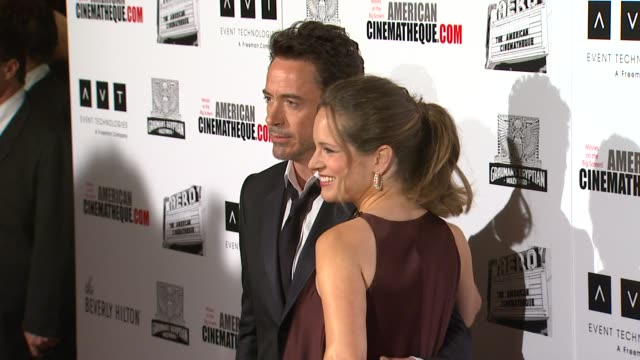 vídeos y material grabado en eventos de stock de robert downey jr susan downey at the the 25th annual american cinematheque award honoring robert downey jr at beverly hills ca - american cinematheque