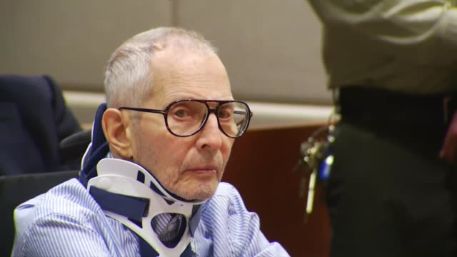 vídeos de stock e filmes b-roll de robert durst in courtroom for his arraignment against charges for the alleged murder of susan berman in los angeles, california. êê - crime or recreational drug or prison or legal trial