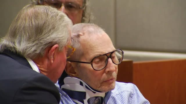 robert durst is spoken to by his lawyer in courtroom during his arraignment on murder charges for the death of susan berman - crime or recreational drug or prison or legal trial stock-videos und b-roll-filmmaterial