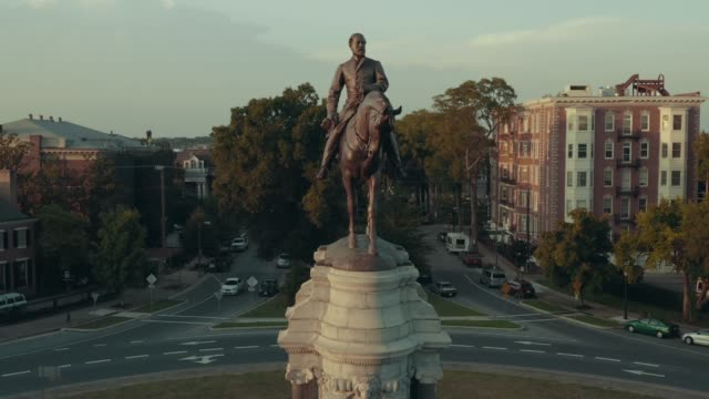 robert e. lee crane shot - statue stock videos & royalty-free footage