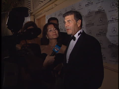 robert forster at the academy awards 2001 at shrine los angeles in los angeles ca - 宗教施設点の映像素材/bロール