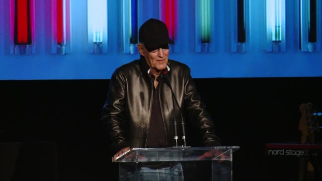 robert irwin at 2016 lacma art + film gala honoring robert irwin and kathryn bigelow, presented by gucci at lacma on october 29, 2016 in los angeles,... - ロサンゼルスカウンティ美術館点の映像素材/bロール