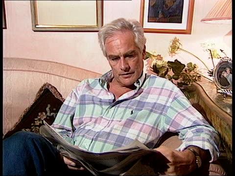 robert kilroy-silk arab row: 'tonight' programme interview; granada 'tonight with trevor mcdonald' - no resale. clear before reuse. robert... - ロバート・キルロイ=シルク点の映像素材/bロール