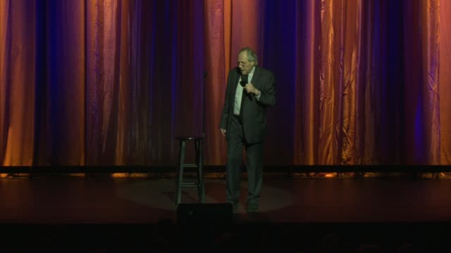 vídeos de stock e filmes b-roll de robert klein at international myeloma foundation's 11th annual comedy celebration benefiting the peter boyle research fund at the wilshire ebell... - wilshire ebell theatre