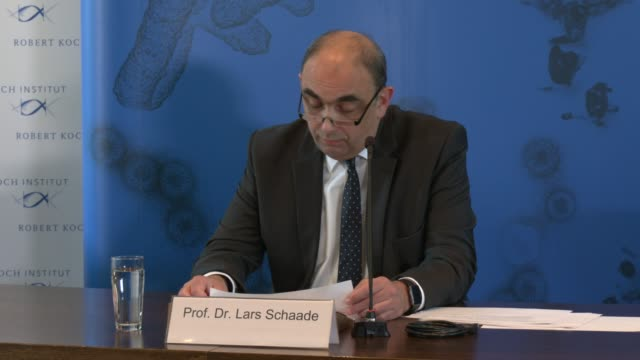 robert koch institute vice president lars schaade speaks to the media during a press conference during the coronavirus crisis on april 21, 2020 in... - number 9 video stock e b–roll