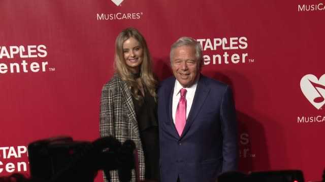 robert kraft and ricki lander at the 2016 musicares person of the year honoring lionel richie at los angeles convention center on february 13, 2016... - ライオネル・リッチー点の映像素材/bロール