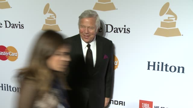 vidéos et rushes de robert kraft at the pregrammy gala and salute to industry icons honoring martin bandier at the beverly hilton hotel on february 07 2015 in beverly... - kraft