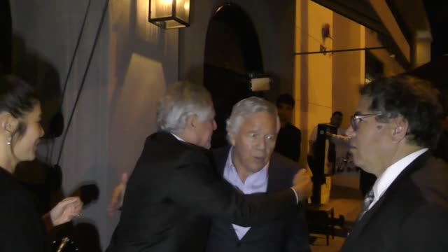 stockvideo's en b-roll-footage met robert kraft leaves dinner at craig's in west hollywood at celebrity sightings in los angeles on november 17 2017 in los angeles california - kraft