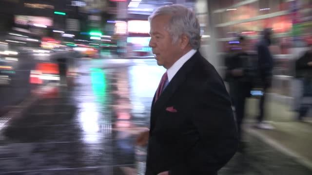 stockvideo's en b-roll-footage met robert kraft ricki noel lander depart movie 43 after party in hollywood 01/23/13 - kraft