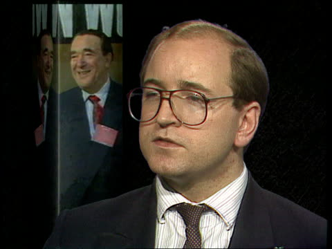 robert maxwell dead robert maxwell dead london ms kevin maxwell comes out of building to speak to press itn - kevin maxwell stock videos & royalty-free footage