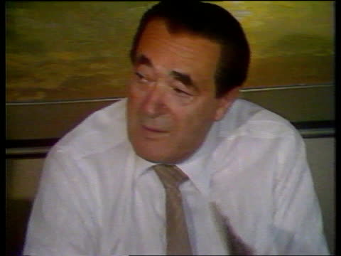 robert maxwell dead ms robert maxwell tx communications at table talking to itn executives cms maxwell cms graph on wall ms maxwell pointing at graph... - robert maxwell stock videos and b-roll footage