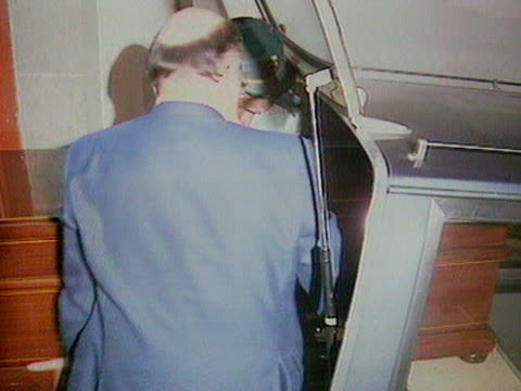 robert maxwell's coffin is placed into a hearse - carro funebre video stock e b–roll