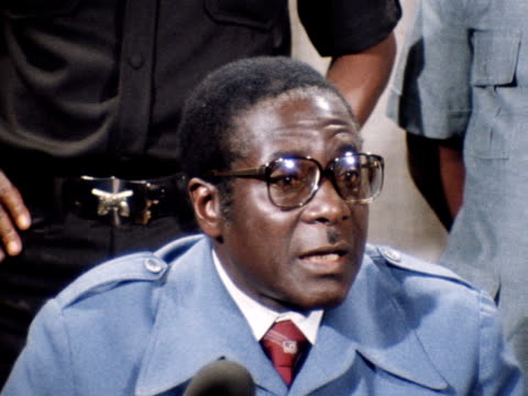 robert mugabe the leader of the patriotic front talks to reporters about the conference arranged by the uk government on the zimbabwe crisis 1979 - bbc archive stock-videos und b-roll-filmmaterial