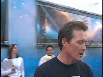 robert patrick at the treasure planet premiere at cinerama dome, hollywood in hollywood, ca. - cinerama dome hollywood stock-videos und b-roll-filmmaterial