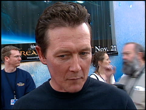 robert patrick at the 'treasure planet' premiere at the cinerama dome at arclight cinemas in hollywood california on november 17 2002 - arclight cinemas hollywood video stock e b–roll